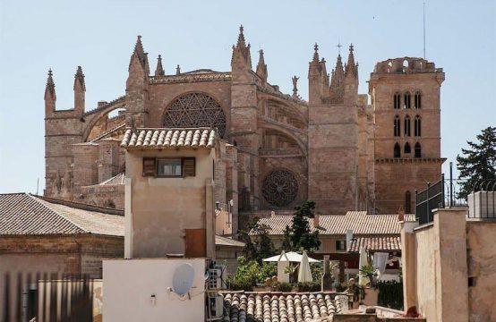 EXKLUSIVES STADTHAUS DIREKT AN DER KATHEDRALE IN PALMA | Ref.: 12138