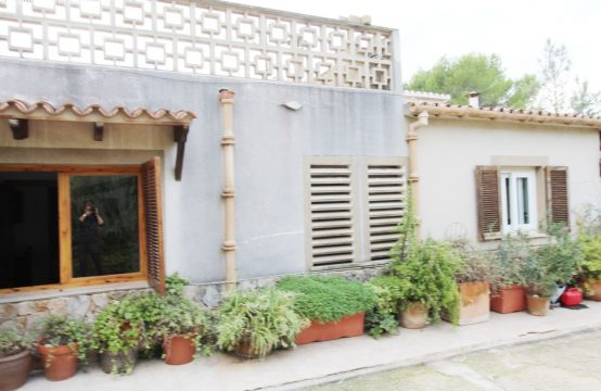 Renovierungsbedürftiges Landhaus mit großem Grundstück | Ref.: 12197
