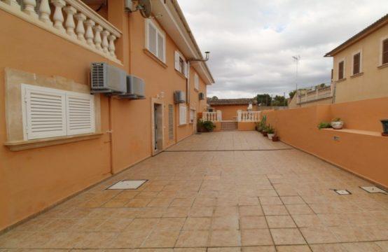Wohnhaus mit drei abgeschlossenen Wohnungen | Ref.: 12246