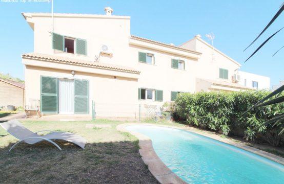 Schöne Doppelhaushälfte mit eigenem Pool  | Ref.: 12310