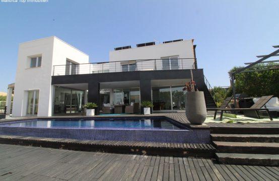 Stilvolle Villa mit Pool und  Vermieterlizenz    Ref.: 12323