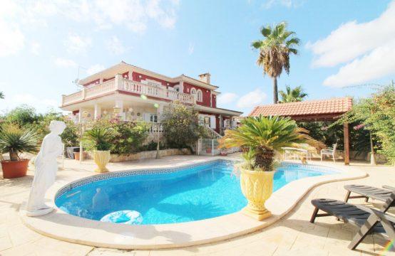 Traumhaft schöne Villa mit großem Pool | Ref.: 12351