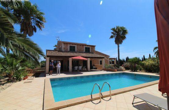 Stilvolle Finca auf Mallorca mit Pool und großer Garage | Ref.: 12434