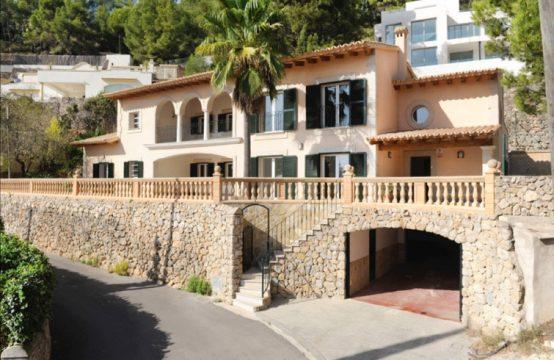 Wunderbare Villa in Ausgezeichnete Lage in Genova | Ref.: 11970