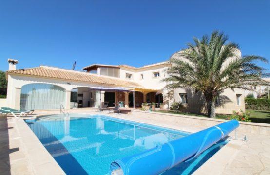 Villa mit zwei Wohneinheiten und tollem Meerblick   Ref.: 12176
