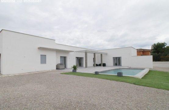 Modernes, neues Haus mit Pool | Ref.: 12366