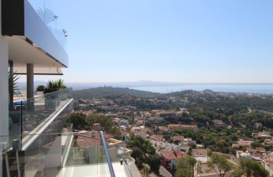 Genova. Neubau Luxuswohnung mit Garage und Pool   Ref.: 12627